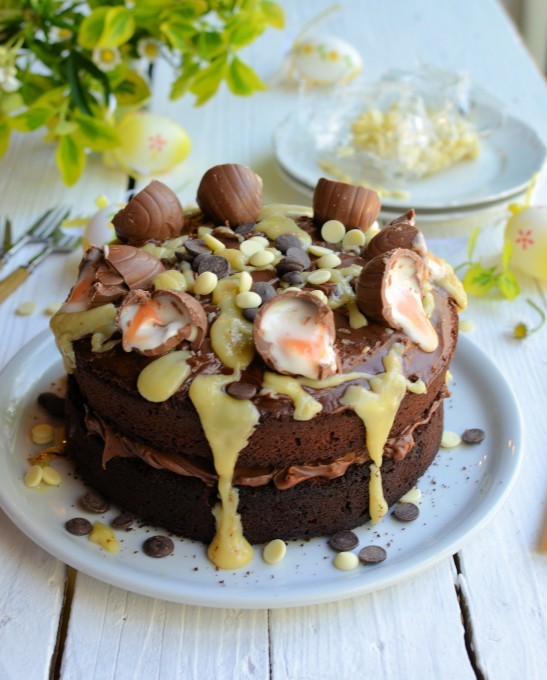 https://www.lavenderandlovage.com/2014/04/a-big-easter-cake-creme-egg-chocolate-drizzle-cake.html