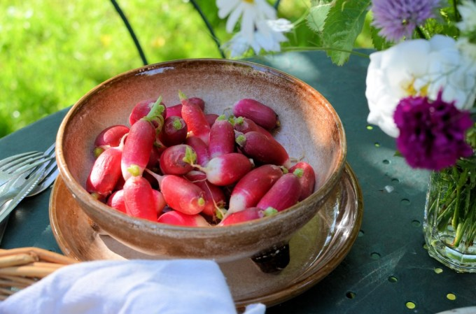 Radishes with salt and butter
