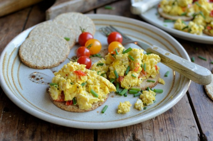 A Simple Breakfast: Scrambled Eggs on Oatcakes