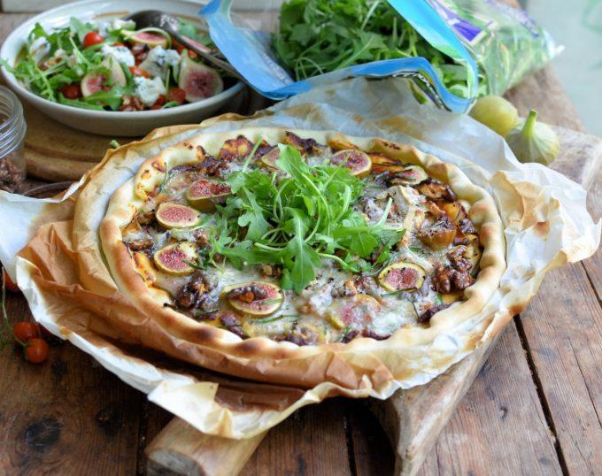 Fresh Fig, Gorgonzola & Walnut Pizza with Rocket