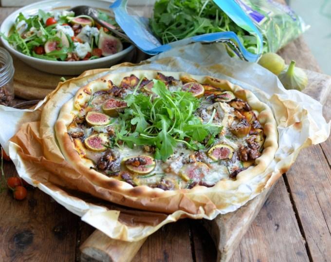 Easy Fresh Fig, Gorgonzola & Walnut Pizza with Rocket