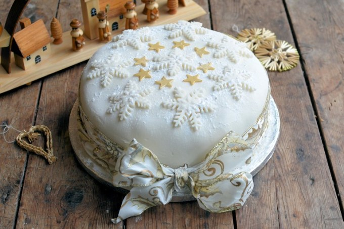 Sparkling Snowflake and Star Cake