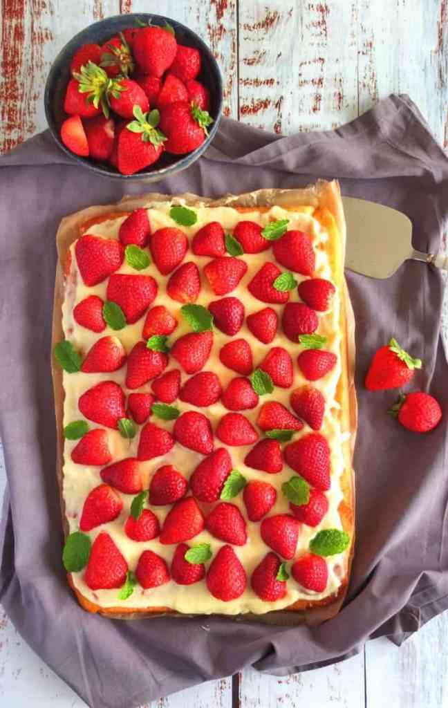 Easy German Strawberry Cake (Erdbeerkuchen)