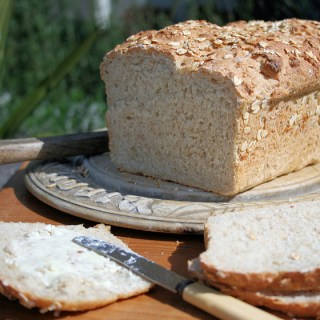 Bread on Monday ~ Farmhouse Oat Bread
