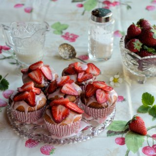 The First Sunny Day of Spring! Strawberry Fair Yoghurt Cupcakes Recipe