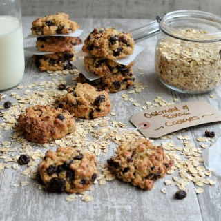 Old-Fashioned Chewy Oatmeal & Raisin Cookies