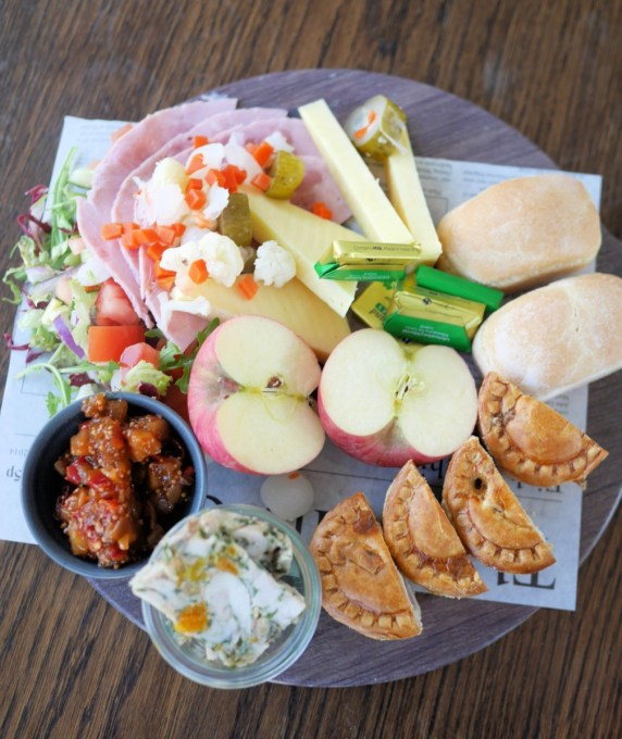 Ploughman's lunch for 2