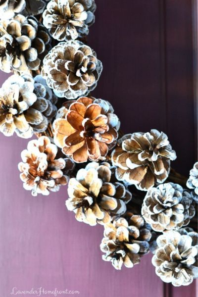 DIY pinecone wreath for christmas frosted with chalk paint