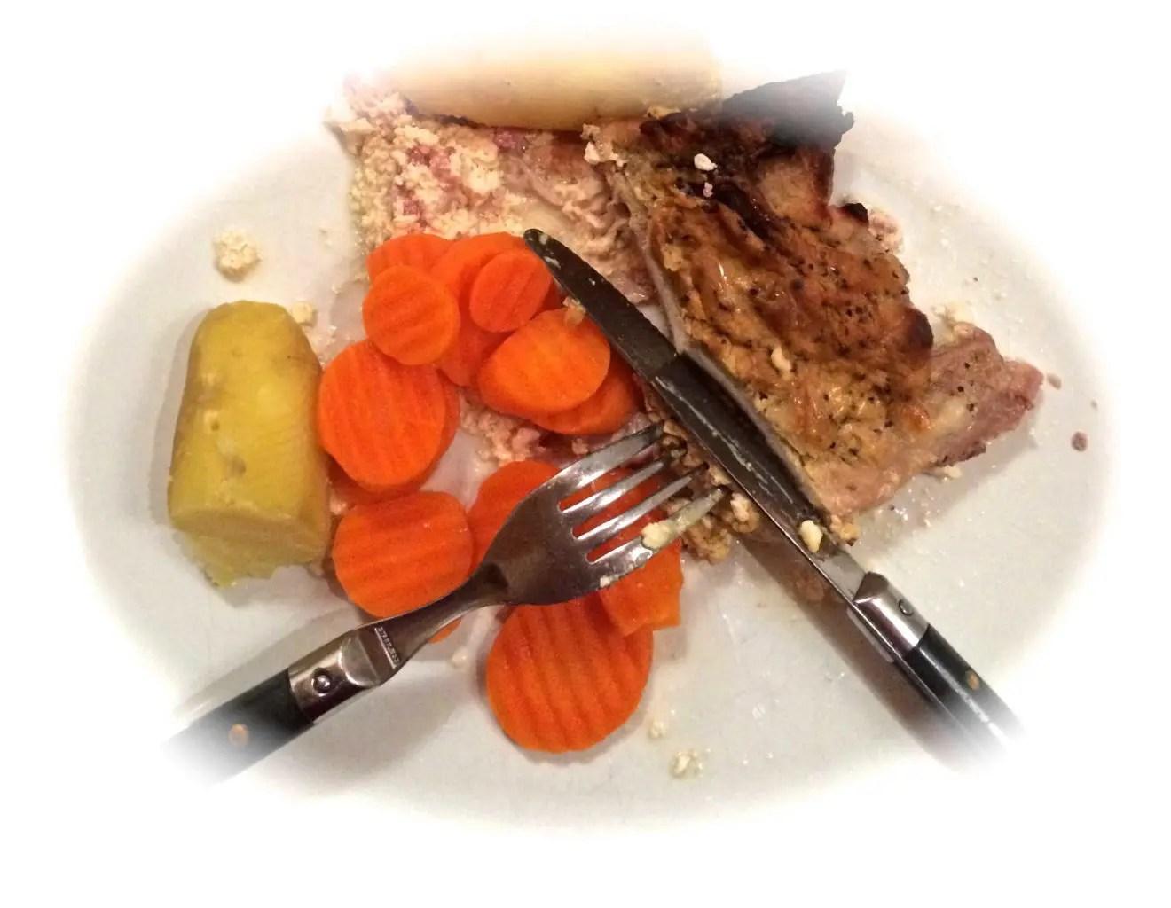 Gratinerte svinekoteletter med sennep, i laktosefri fløtesaus
