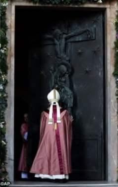 Il Papa apre la Porta Santa nella Cattedrale di Roma, S. Giovanni in Laterano