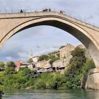 Ricostruire ponti distrutti. Breve racconto di un viaggio in Bosnia