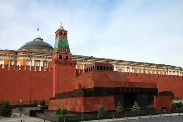 Visita al mausoleo de la momia de Lenin en Moscú