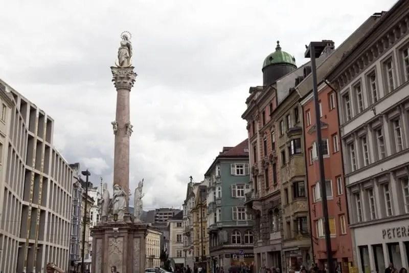 La calle Marie Theresien está llena de edificios barrocos