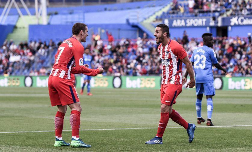 Koke y Griezmann celebran el gol de la victoria. Foto: Rubén de la Fuente