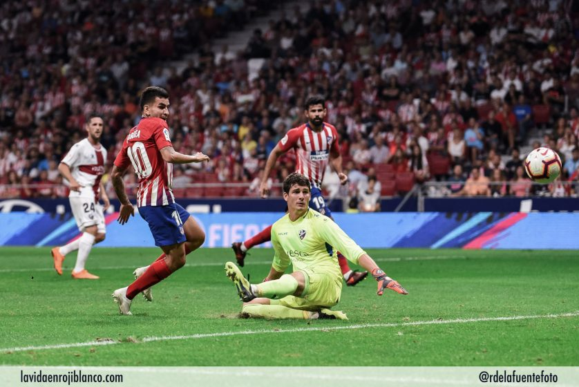 Correa no llegó al balón de Koke que terminó en gol de todas formas. FOTO: RUBÉN DE LA FUENTE