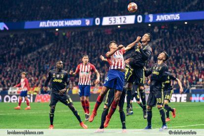 Rodrigo en una disputa en el partido de ida. Foto: Rubén de la Fuente