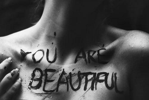 Tú eres bello. Dicho de otro modo: tienes belleza
