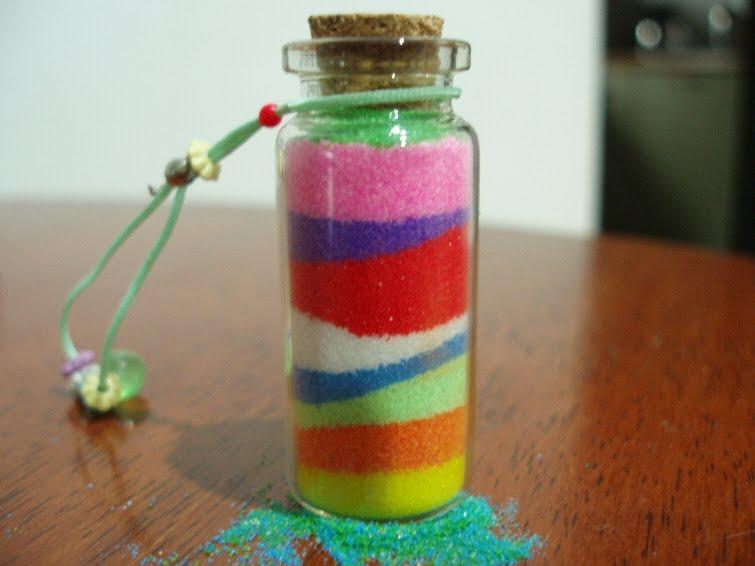 Diseo decorativo en frascos de vidrio con sal y tiza