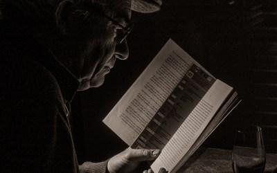 Le lecteur, au calme, sans bruit, avec juste assez de lumière pour lire