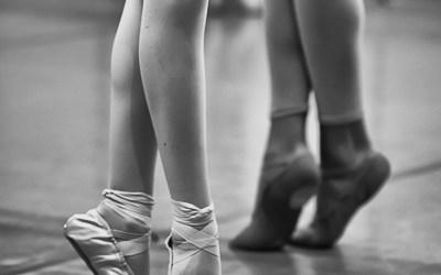 Une danseuse, un danseur