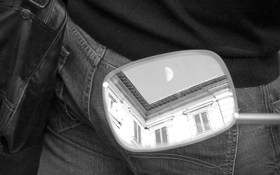 Quand l'imbécile montre la Lune, le sage regarde les fesses.