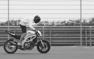 Moto debout