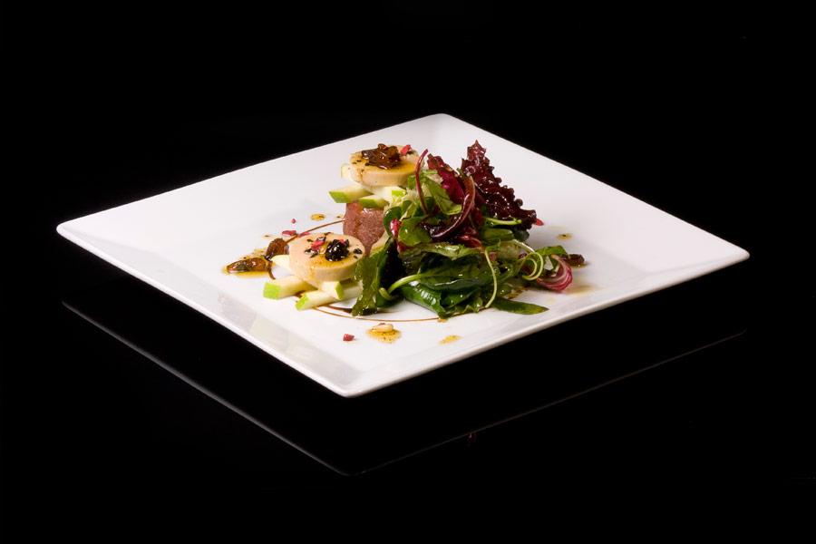 Ensalada de pato, foie-gras y vinagreta de frutos dulce