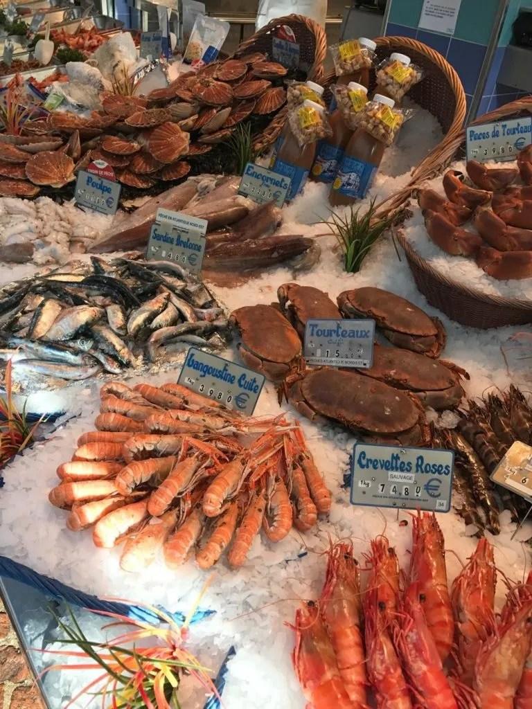 Banco di pesce fresco a Parigi
