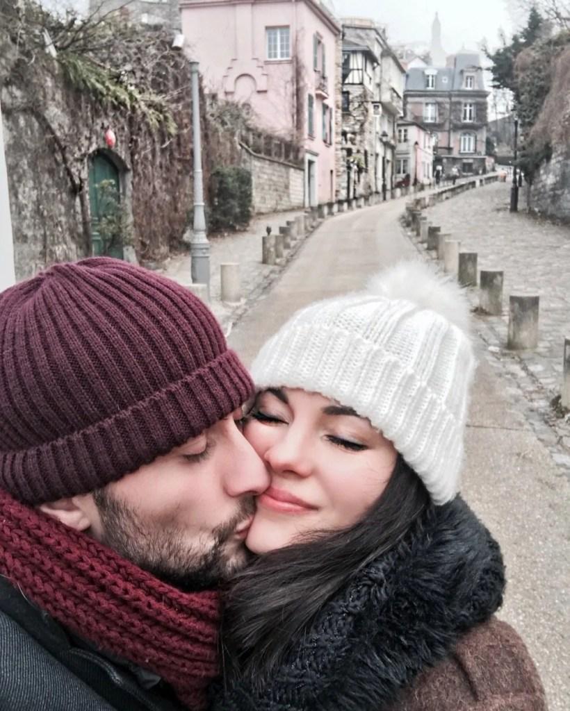 Lavinia Guglielman con Dino Passeri innamorati a Montmartre a Parigi