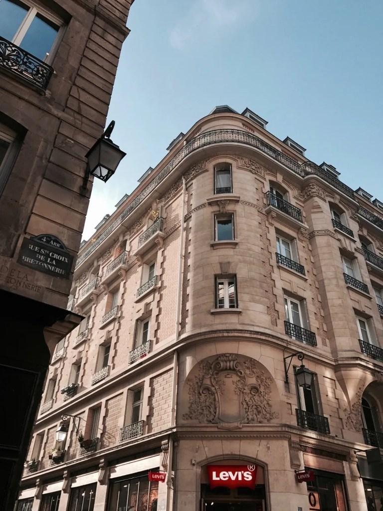 Palazzo in rue s.Croix de la Bretonnerie a Parigi
