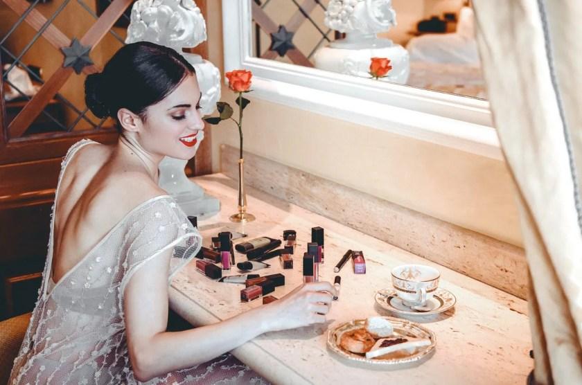Lavinia Guglielman che fa colazione con i lipstick Smashbox