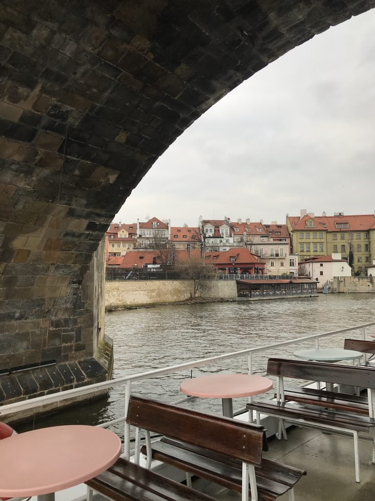 Scorci e viste in gita in barca sulla Moldova a Praga