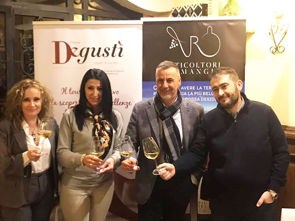 Angela Merolla con i coniugi Castaldi e il rappresentante di Romangia Viticoltori