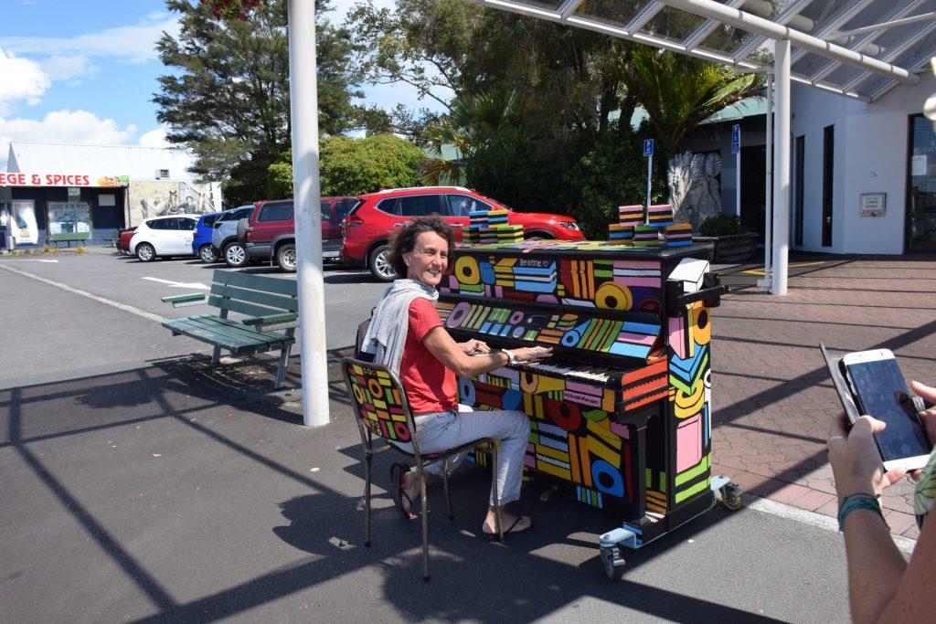 Un piano vous attend pour une mélodie