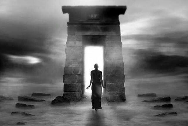 Cosa porteresti con te nell'aldilà?Vita, morte, esperienze fuori dal corpo e il viaggio della coscienza
