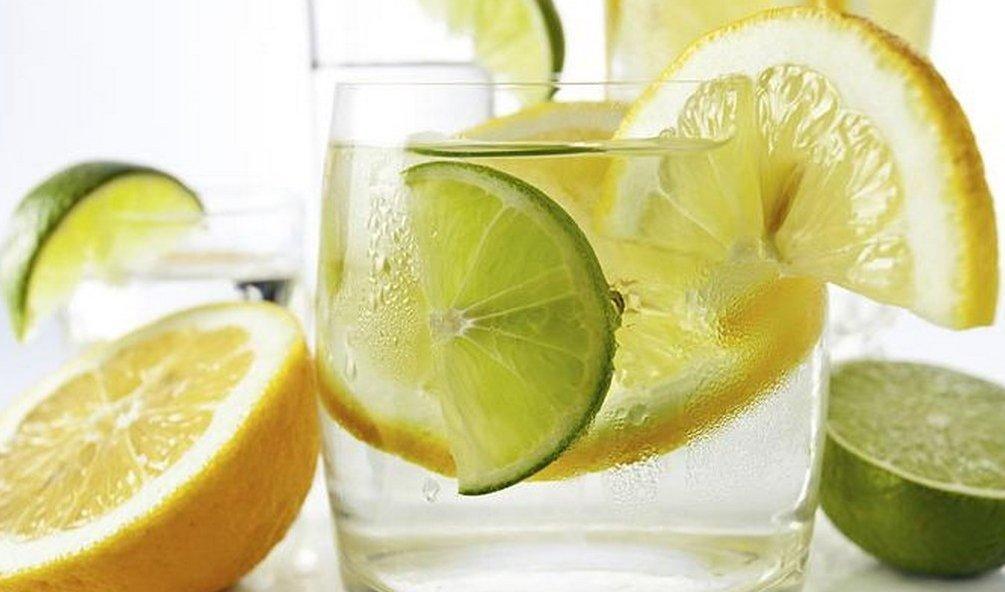 come viene preparata lacqua di limone per perdere peso
