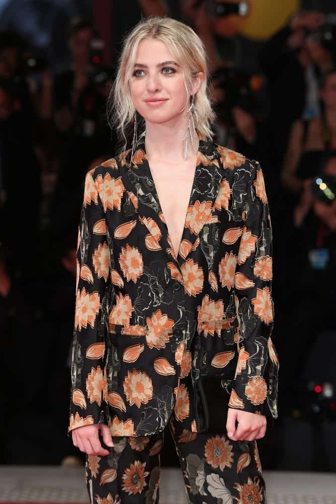 Anais-Gallagher-indossa-Salvatore-Ferragamo-al-Festival-del-Cinema-di-Venezia-2019-