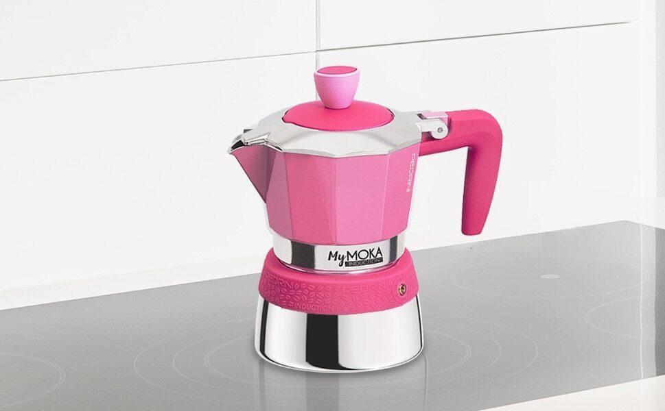 Per chi in cucina ha scelto la modernità del piano cottura ad induzione ma non vuole a nessun costo rinunciare al tradizionale aroma del caffè che solo una Moka può offrire, Pedrini ha brevettato MY MOKA INDUCTION