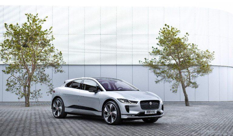 Il giaguaro evolve il suo SUV: Jaguar presenta I-PACE Black