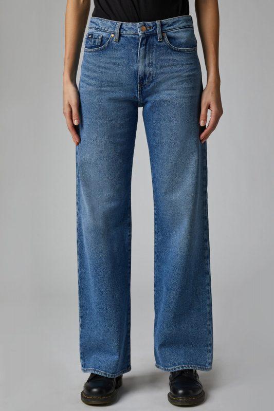 Jeans_GAS_AI_2021_modello_Cecilia-