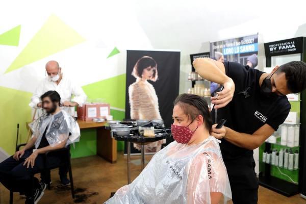 Tagli capelli gratis persone senza fissa dimora Professional by Fama Fondazione Arca