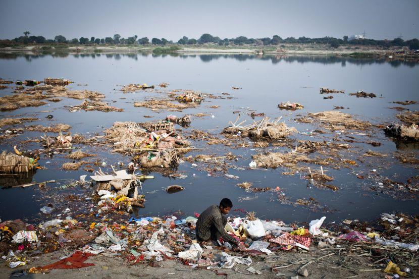 Inquinamento-dellacqua-in-India-immagine-NY-Times
