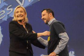 Foto di Salvini con la Le Pen