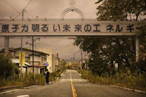 Una desolante immagine all'entrata di Fukushima