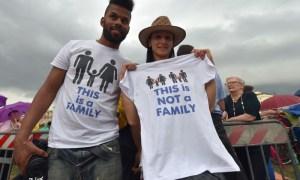 Uno dei tanti slogan del Family Day a Roma.