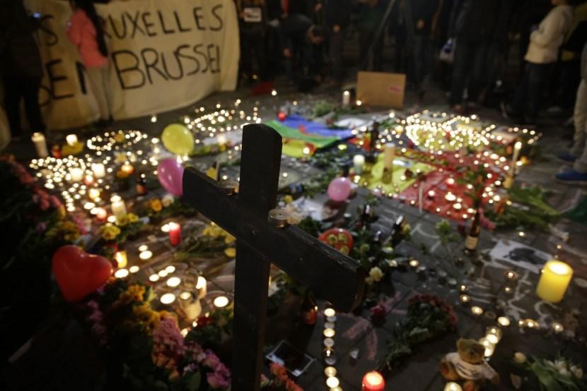 La-place-Bourse-Bruxelles-devenue-lieu-recueillement-apres-attentats_3_1400_933