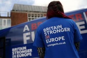 Manifestante contro l'uscita dell'Inghilterra dall'UE