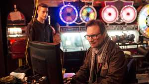 """La serie, annunciata dalla tagline """"Who Is Mr Robot?"""", è stata rinnovata per la seconda stagione ancor prima dell'esordio."""