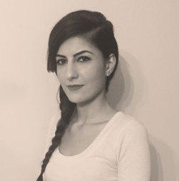 Zayne Akyol, pluripremiata regista di origini curde che oggi vive in Canada.