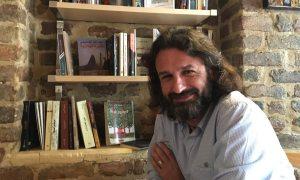 "Samer al-Kadri, proprietario di ""Pages"". Foto di Kareem Shaheen per il Guardian"